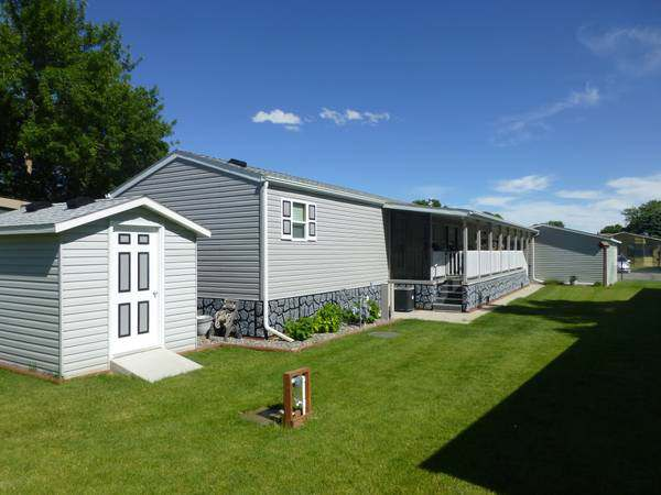 Our 10 Favorite Craigslist Manufactured Home Listings in July 2017 - 2011 Schult manufactured home in Montana
