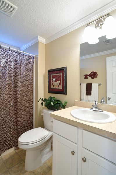 manufactured home makeover-Remodeled Manufactured Homes for sale in Florida_Guest Bathroom