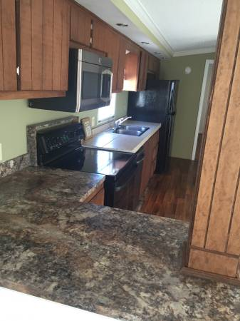 1998 Single Wide Manufactured Home gets new laminate counter tops