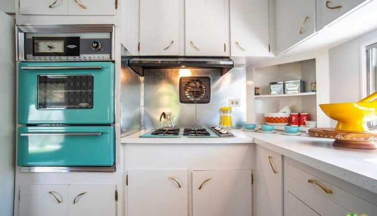 1962 Skyline single wide is a Vintage Mobile Home Beauty - Kitchen 2