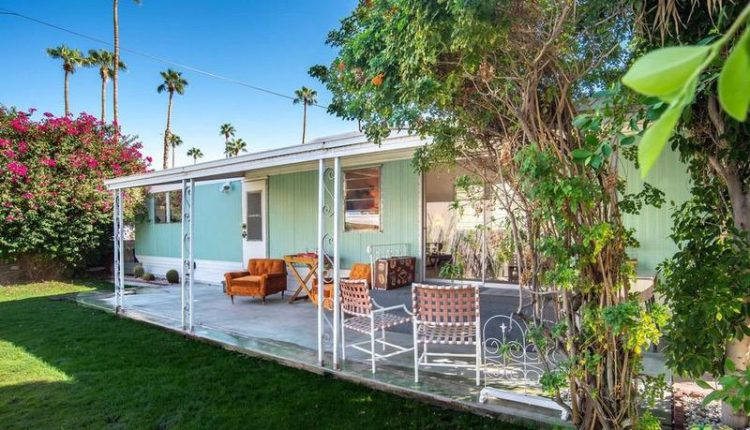 1962 Skyline is a Vintage Mobile Home Beauty -Exterior