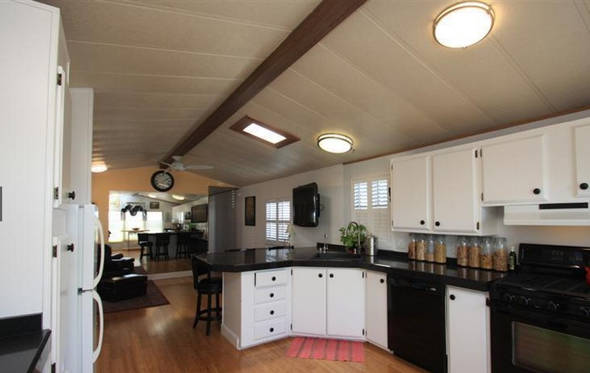 Sensational-Single-wide-decor-kitchen-5 Painted Single Wide Mobile Homes on interior painting ideas for mobile homes, kitchen western country homes, painted trim in a mobile home,