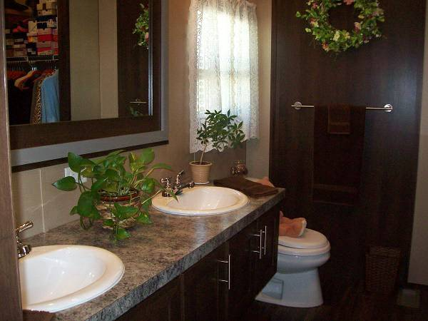 Stylish Single Wide Manufactured Home Interiors - Decorating inspiration - 2013 Giles - Bath Room