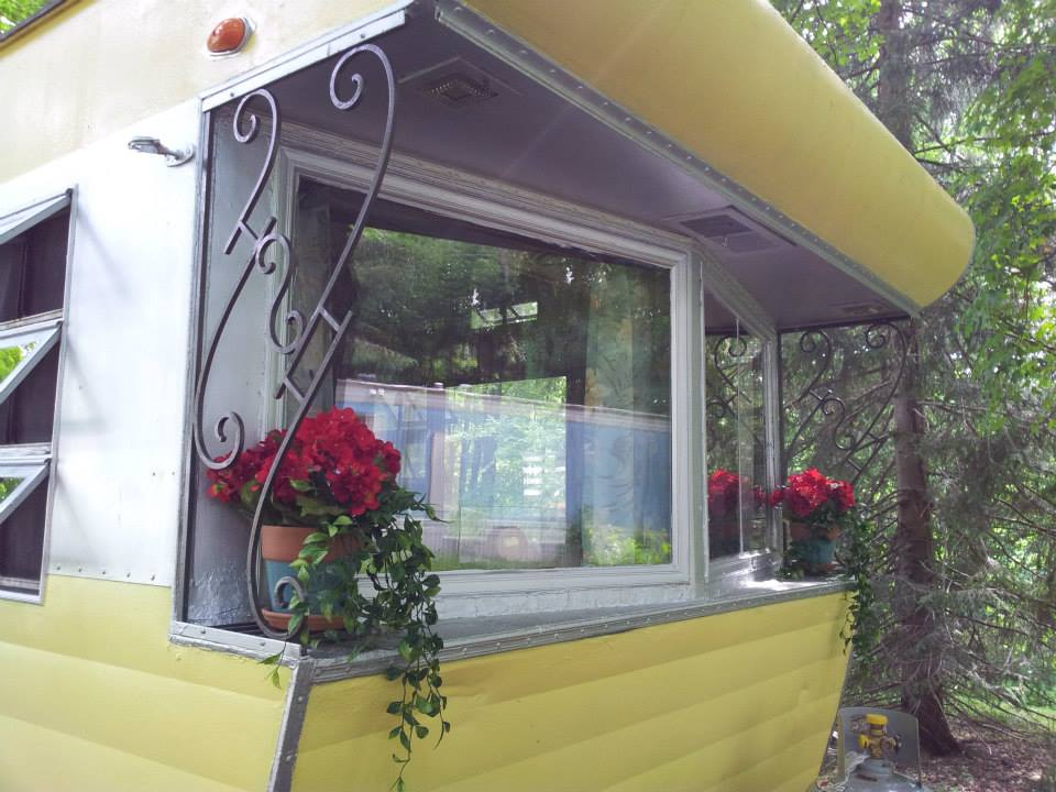 Vintage mobile home restoration sensational 1955 smoker for Modern vintage home exterior