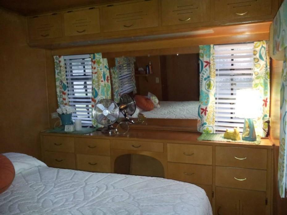vintage mobile home restoration-Smoker Aritocrat Vintage Mobile Home Interior - BedRoom 2