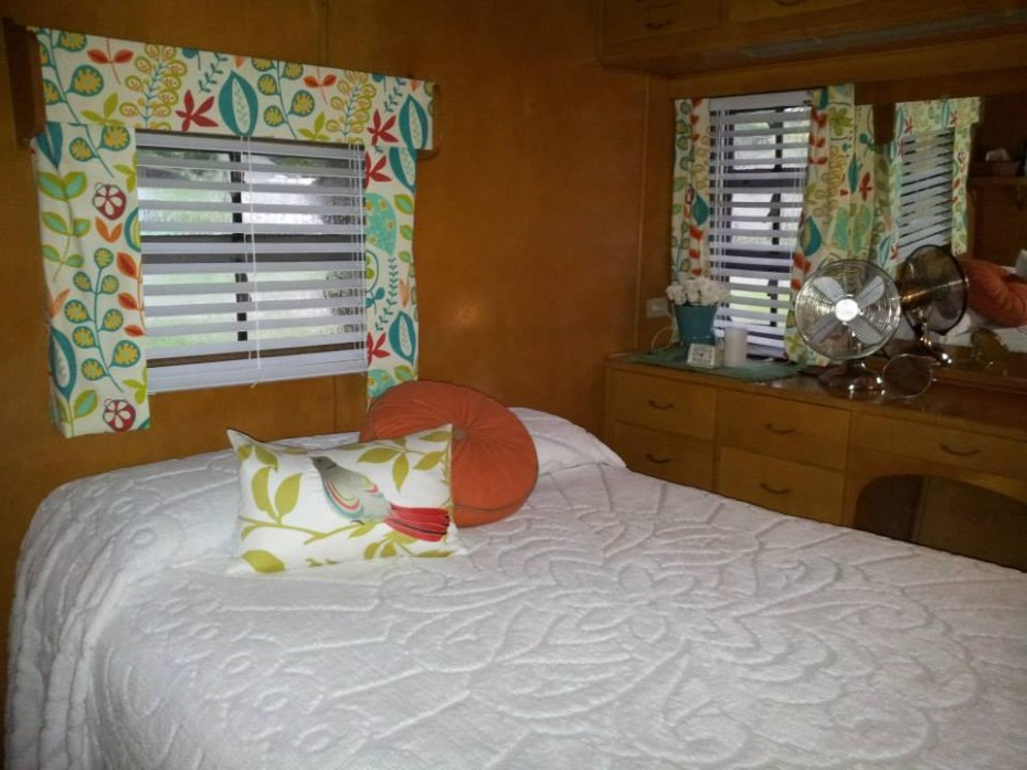 vintage mobile home restoration-Smoker Aritocrat Vintage Mobile Home Interior - BedRoom