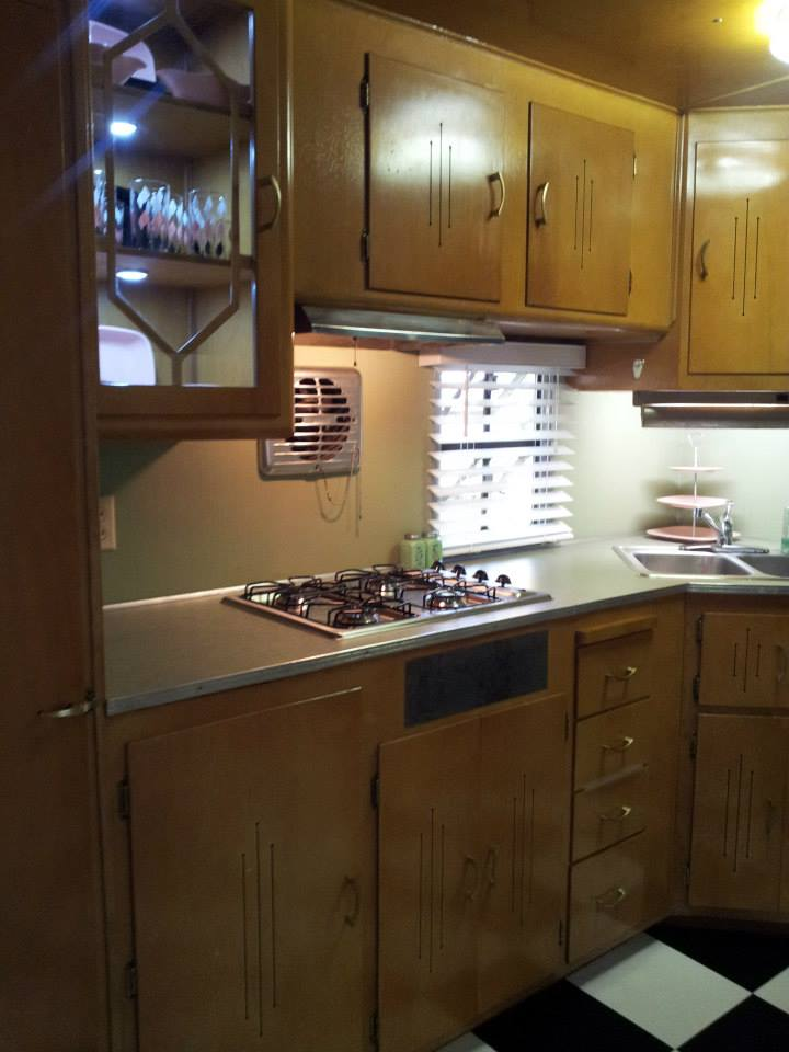vintage mobile home restoration sensational 1955 smoker aristocrat. Black Bedroom Furniture Sets. Home Design Ideas