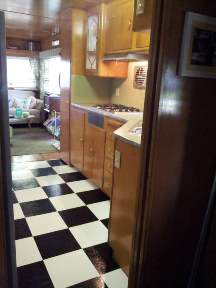 vintage mobile home restoration-Smoker Aritocrat Vintage Mobile Home Interior - Kitchen 6