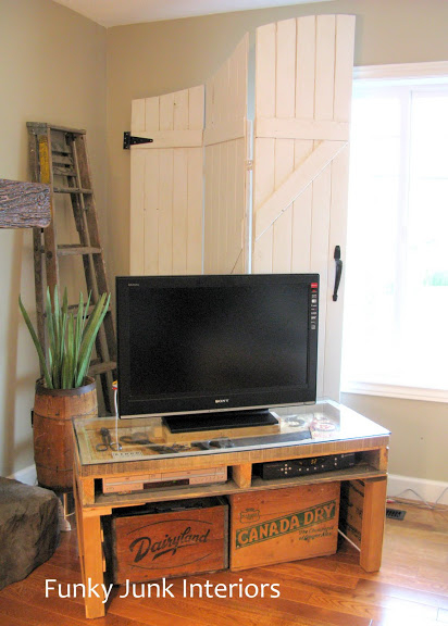 TV stand pallet project
