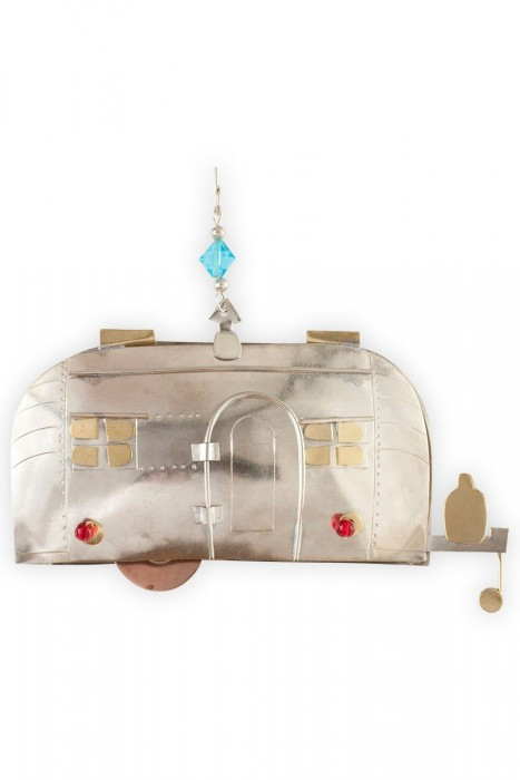 Vintage Airstream pendant - vintage mobile home gifts guide
