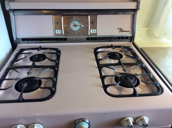 Vintage Mobile Home - Stewart Bi-Level Model - Kitchen stove