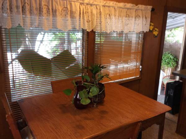 Vintage Mobile Home - Stewart Bi-Level Model dining area
