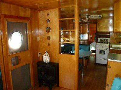 Vintage mobile homes and campers - 1953 silver star - restored interior - living room 2
