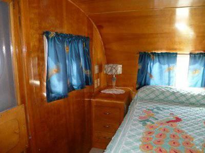 Vintage Mobile Homes and Campers - restored 1953 Silver Star Mobile Home - Bedroom
