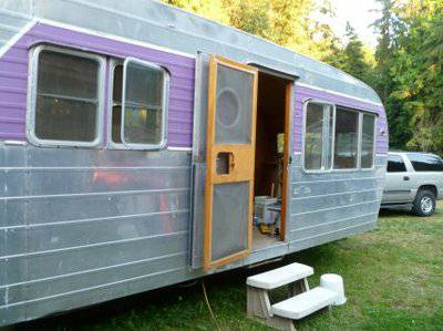 Vintage mobile homes and campers - restored 1953 silver star - exterior