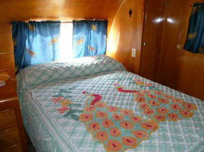 Vintage mobile homes and campers - restored 1953 silver star mobile home - bedroom 2
