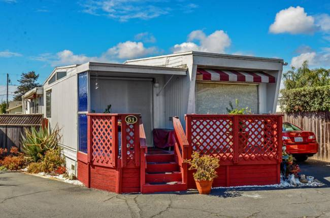 Santa Cruz Single Wide – Stylish Vintage Mobile Home