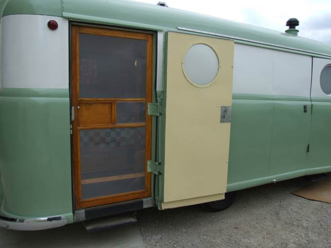 Vintage Trailer Beauties- 1949 Palace Royale (19)