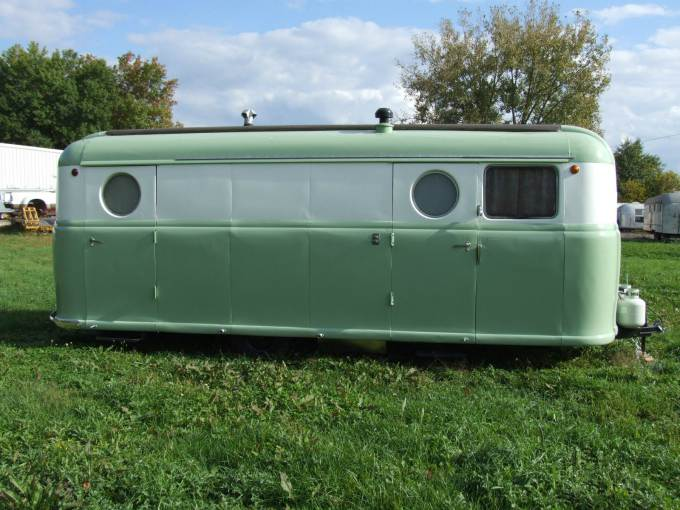 Vintage Trailer Beauties- 1949 Palace Royale (3)