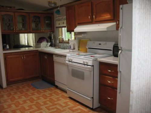 Our 10 Favorite Craigslist Manufactured Home Listings in July 2017 - WI single wide on half an acre for $49,900