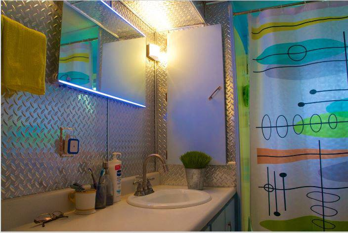 affordable mobile home remodel - 1968 Landola single wide goes Retro (bathroom after)