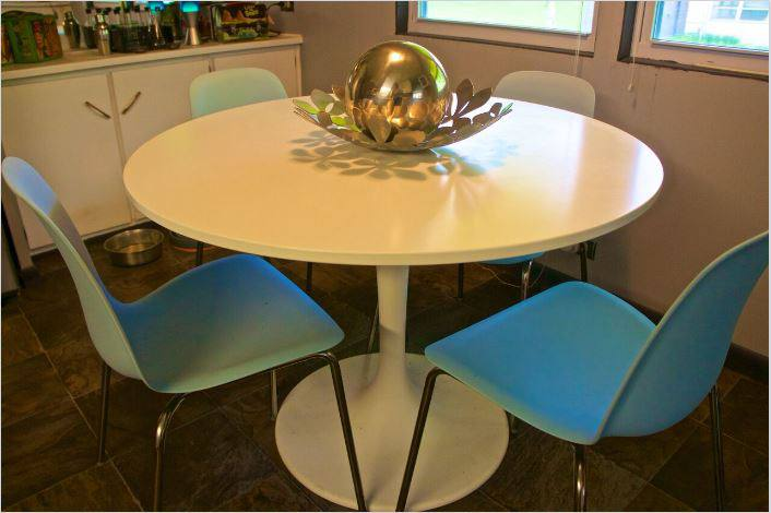 affordable mobile home remodel - 1968 Landola single wide goes Retro (dining area after)