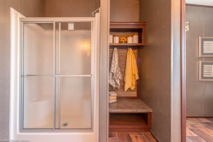 Arlington manufactured home design - master bathroom