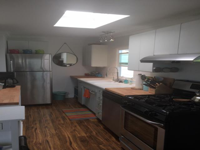 beach cottage mobile home kitchen