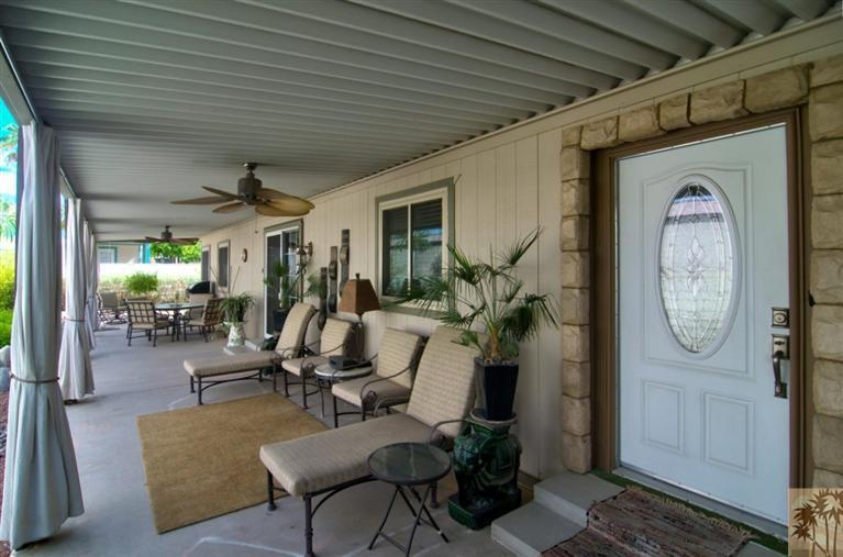 beautiful front porch on manufactured home