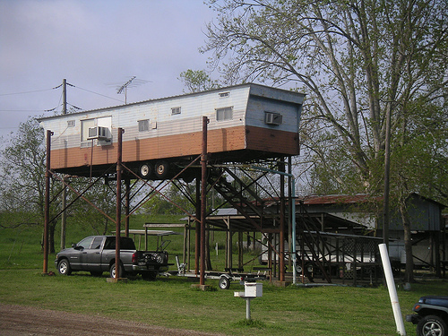 Mobile Home Ingenuity-trailer on stilts