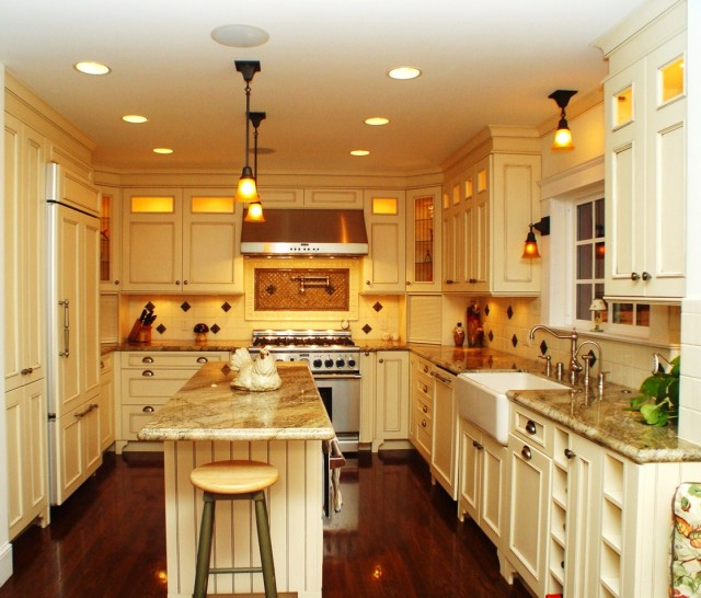 bright kitchen design is another style that would work in any home