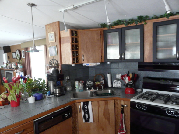 3 great manufactured home kitchen remodel ideas mobile for Trailer kitchen ideas