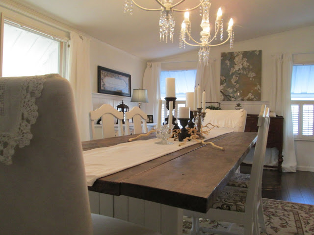 manufactured home-dining room table