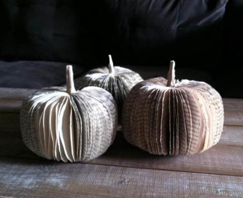 Cheap diy fall decorating ideas - book pumpkins