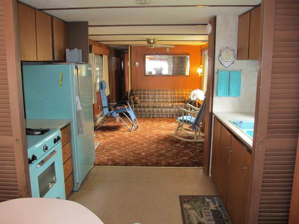 budget-friendly mobile homes-vintage interior