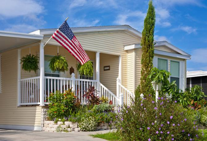 buying a manufactured home - should you chose a single wide or a double wide - & Deciding Whether a Manufactured Home Right for You | Mobile Home Living