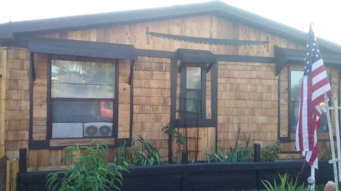 cedar-siding-on-manufactured-homes-affordable-cedar-siding-project-after-end-of-home-closeup