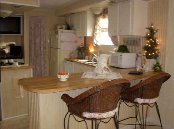 cottage style decor in a kitchen