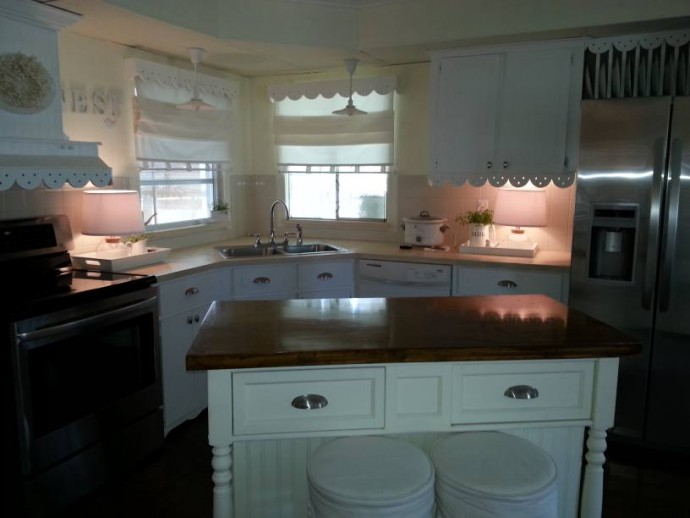 cottage style manufactured home decor - featured home ( all-white kitchen)
