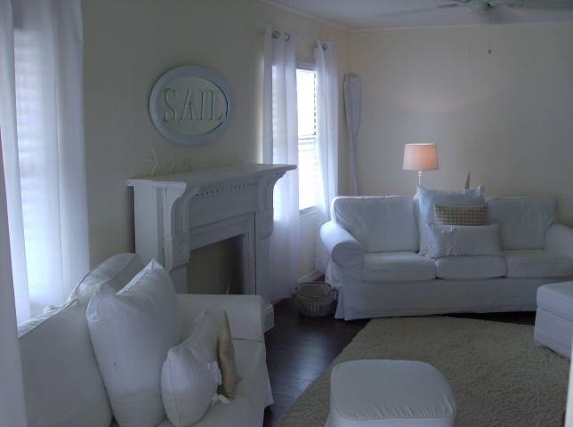 coastal cottage - featured home (living room)