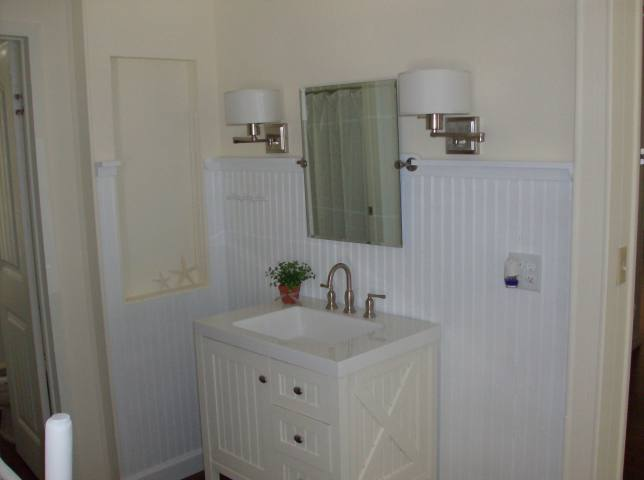 cottage style manufactured home decor - featured home (bathroom)