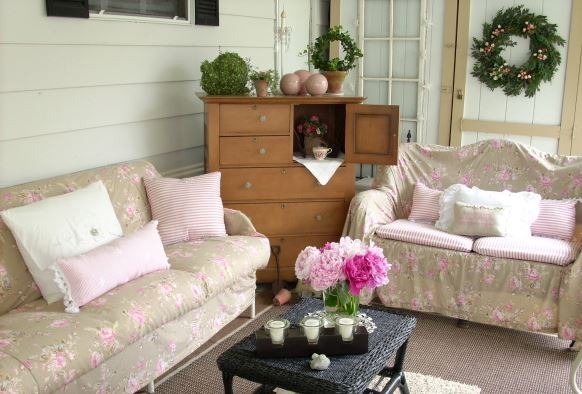 cottage style - romantic decor for manufactured home porch