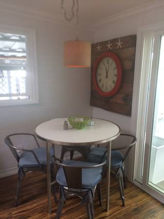 dining room in beach style mobile home