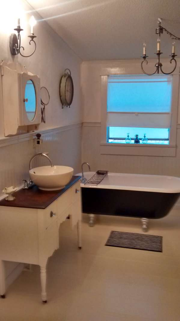 double wide decor makeover (bathroom claw tub in manufactured home )