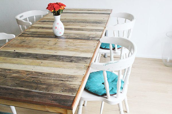 furnish your mobile home with pallets-dining room table
