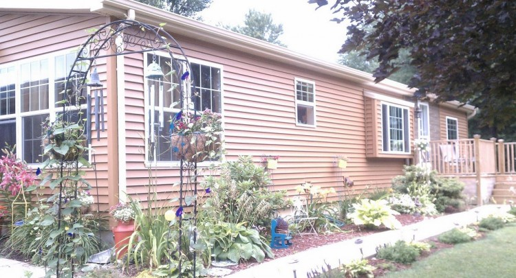 landscaping ideas for a manufactured home
