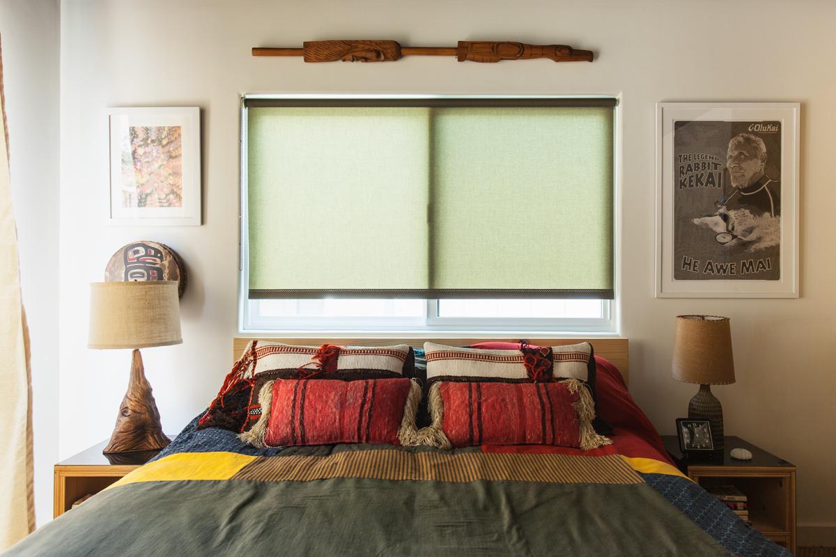 vintage cabin theme master bedroom design
