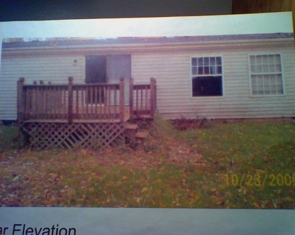 Manufactured home before new owners purchased it