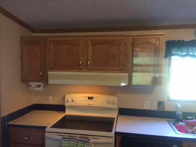 before the manufactured home kitchen update on 600 budget (8)