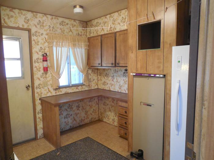 manufactured home makeover - laundry room before